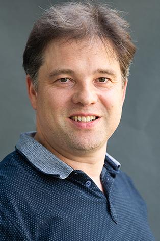 Dr. Christian Henke